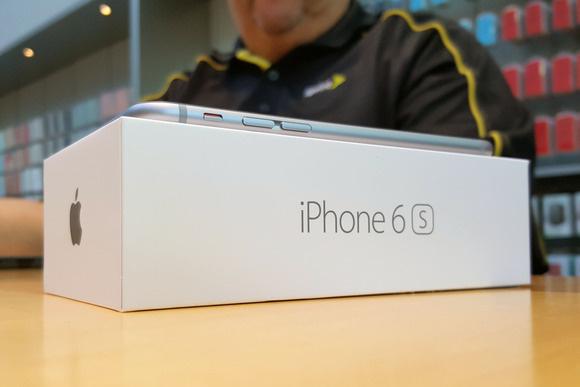 150925-iphone-palo-alto-9-100617221-large